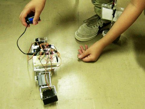 尺取り虫型ロボットプログラミング