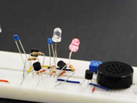 LEDとブレッドボードでプログラミング